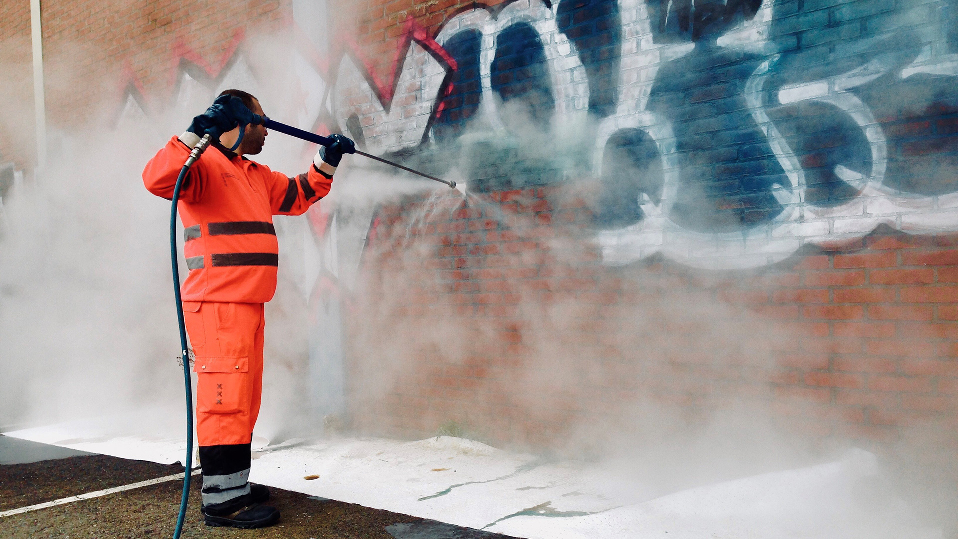 Graffiti Cleaner To Clean The Wall of Your House